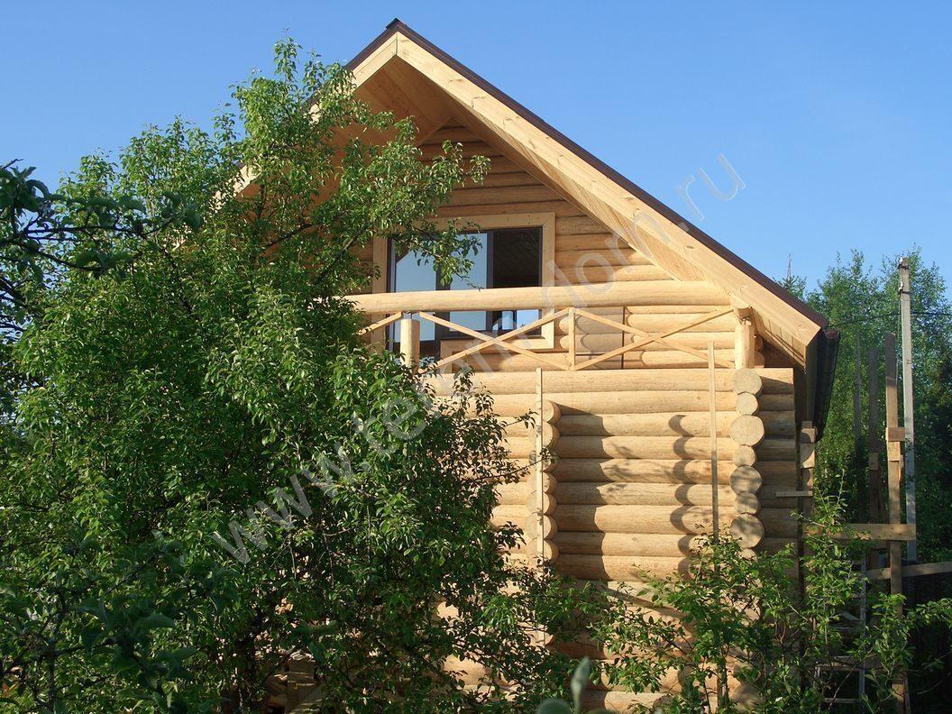Дом из бревна с балконом дом из бревна ручной рубки тростянк.