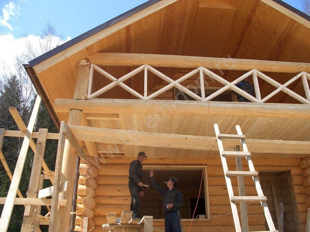 Балкон в частном деревянный доме фото..