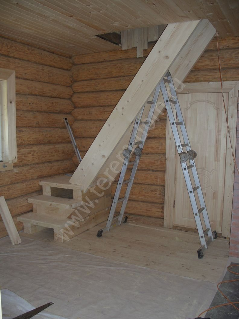 изготовление деревянной лестницы, лестница на мансарду.